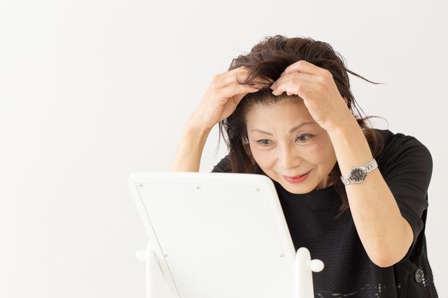 【育毛専門医が監修】「抜け毛の秋」は怖くない。脱毛の原因を知って、正しいお手入れを実践!